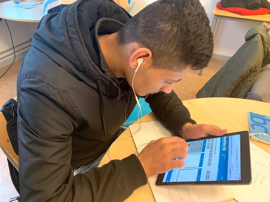 Digitalt læremiddel med videoer og oppgaver i alfabetisering for minoritetsspråklige elever. Læreverk som brukes av elever i norsk som andrespråk.